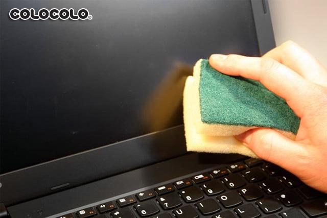 vệ sinh màn hình máy tính